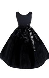 Sleeveless Scoop-neck A-line Dress With Beadings and Bow