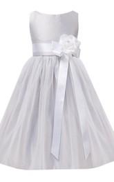 Sleeveless Bateau-neck Dress With Flower