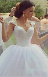 Delicate Sweetheart Sleeveless Tulle Wedding Dress Ball Gown