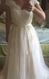 Lace Cap-sleeved Tulle A-line Gown With Scalloped Neck