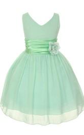 Sleeveless V-neck Short Dress With Ruching and Flower