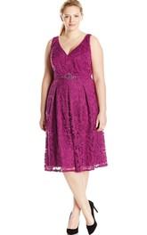 Sleeveless V-neck Knee-length Lace Dress