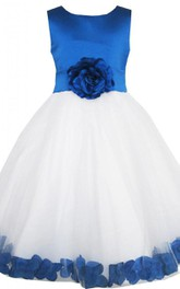 Sleeveless A-line Dress With Petals and Bow