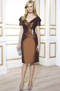 Knee-Length V-Neck Short Sleeve Ruched Satin Mother Of The Bride Dress With Broach