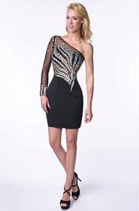 One-Shoulder Short Form-Fitted Homecoming Dress Featuring Sleek Bodice