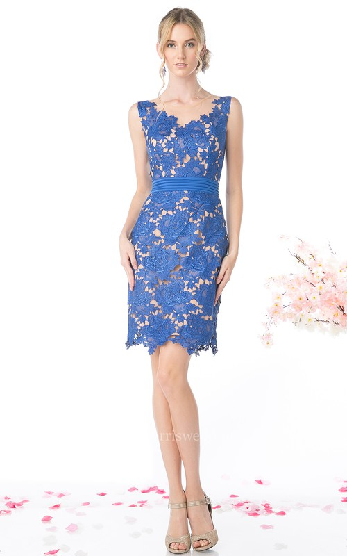 Pencil Short Scoop-Neck Sleeveless Lace Low-V Back Dress With Appliques